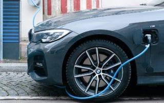 Assurer une voiture électrique est-il plus cher qu'assurer un modèle thermique ?
